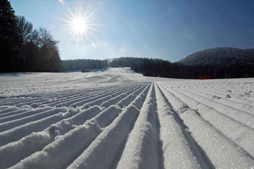 Präparierte Skipiste im Familien-Skigebiet Oedberglifte am Tegernsee