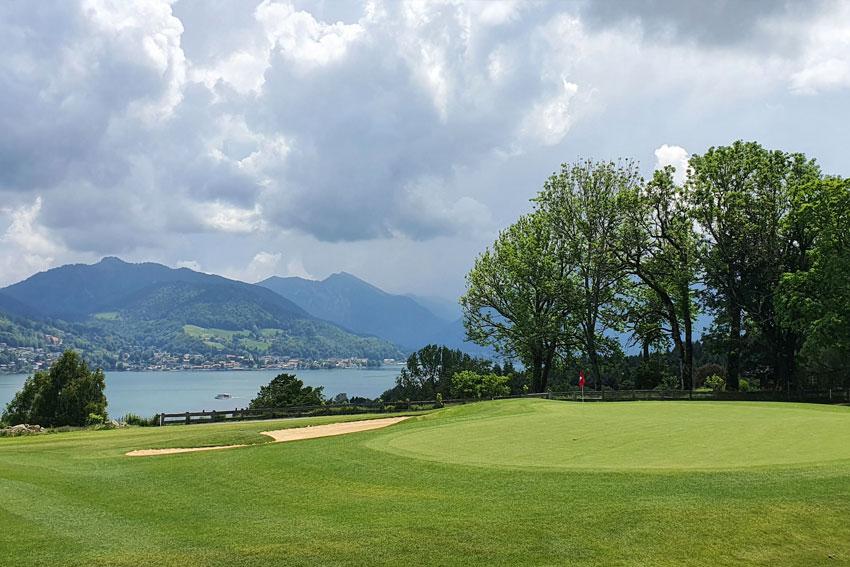 Der Tegernseer Golfclub Bad Wiessee mit Blick auf den wunderschönen Tegernsee