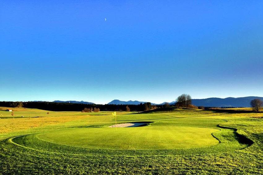 Der neue Golfplatz Waakirchen am Tegernsee mit anspruchsvollen Roughs